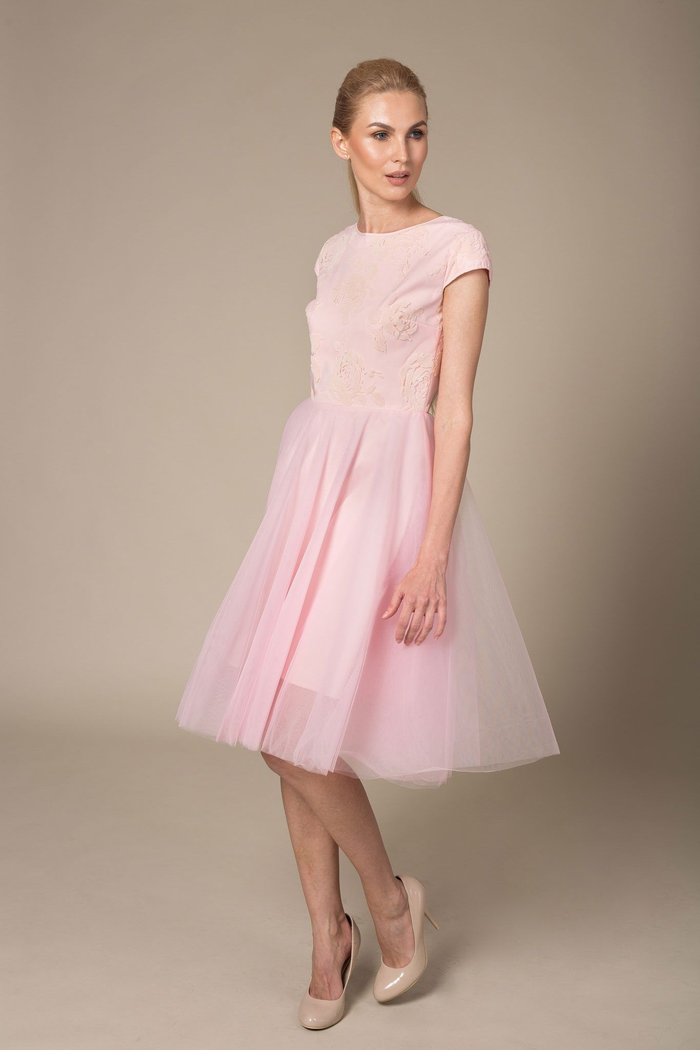 Beautiful knee length evening dress with short sleeves