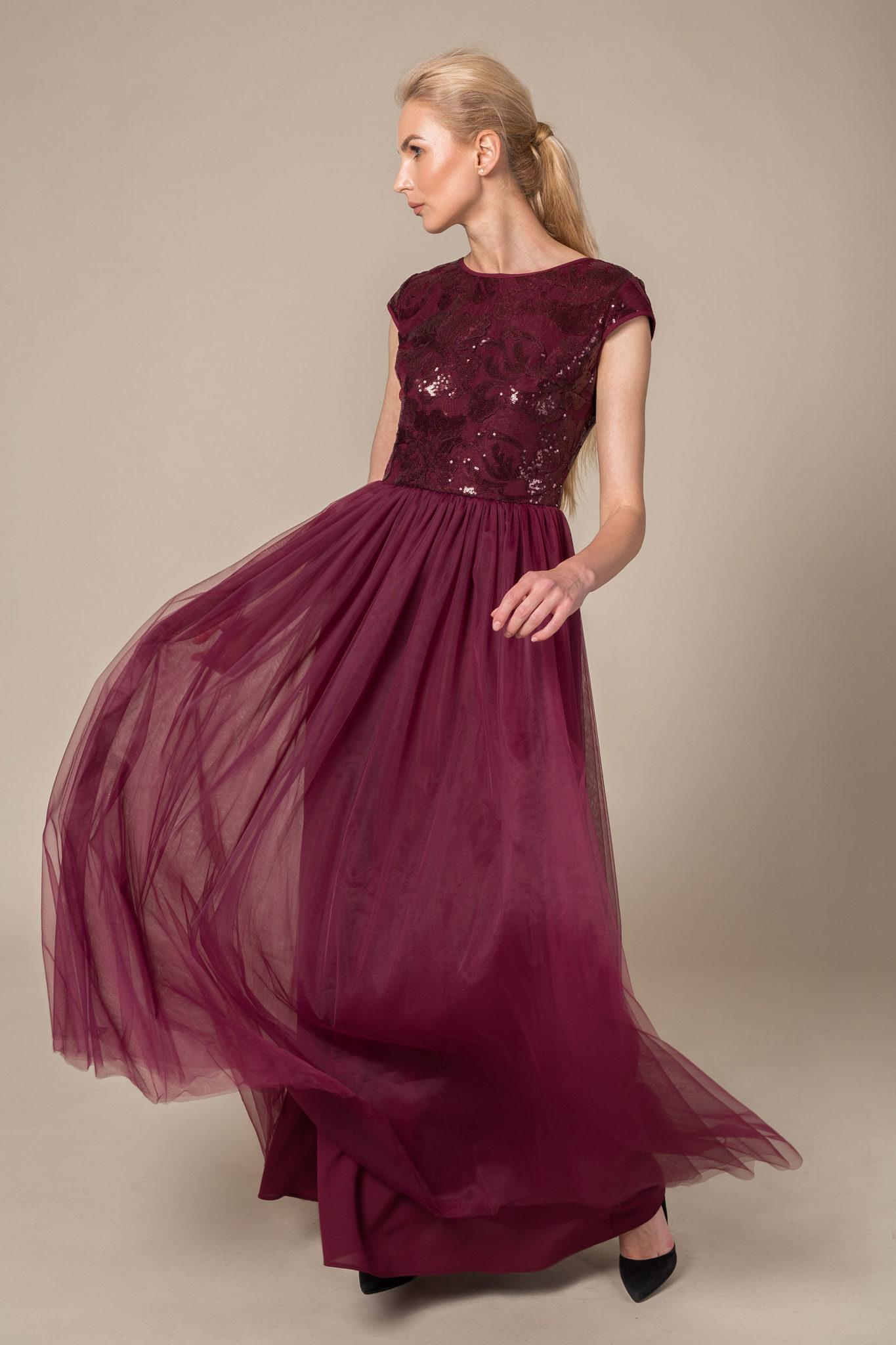 Jewel neck cap sleeved tulle bottom maxi dress